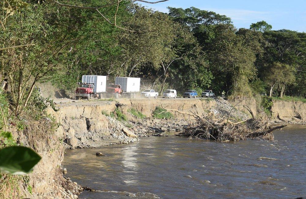 Contenedores de la Misión de la ONU transportando el armamento de los miembros de las FARC-EP desde Planadas en el Tolima, hacia la bodega central.