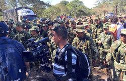 Mas de 200 hombres y mujeres de FARC-EP marchan al Punto de Pondores, La Guajira donde será su campamento. Ahí tendrá lugar la dejación de armas - rol Misión de la ONU - y su transición a la vida civil.